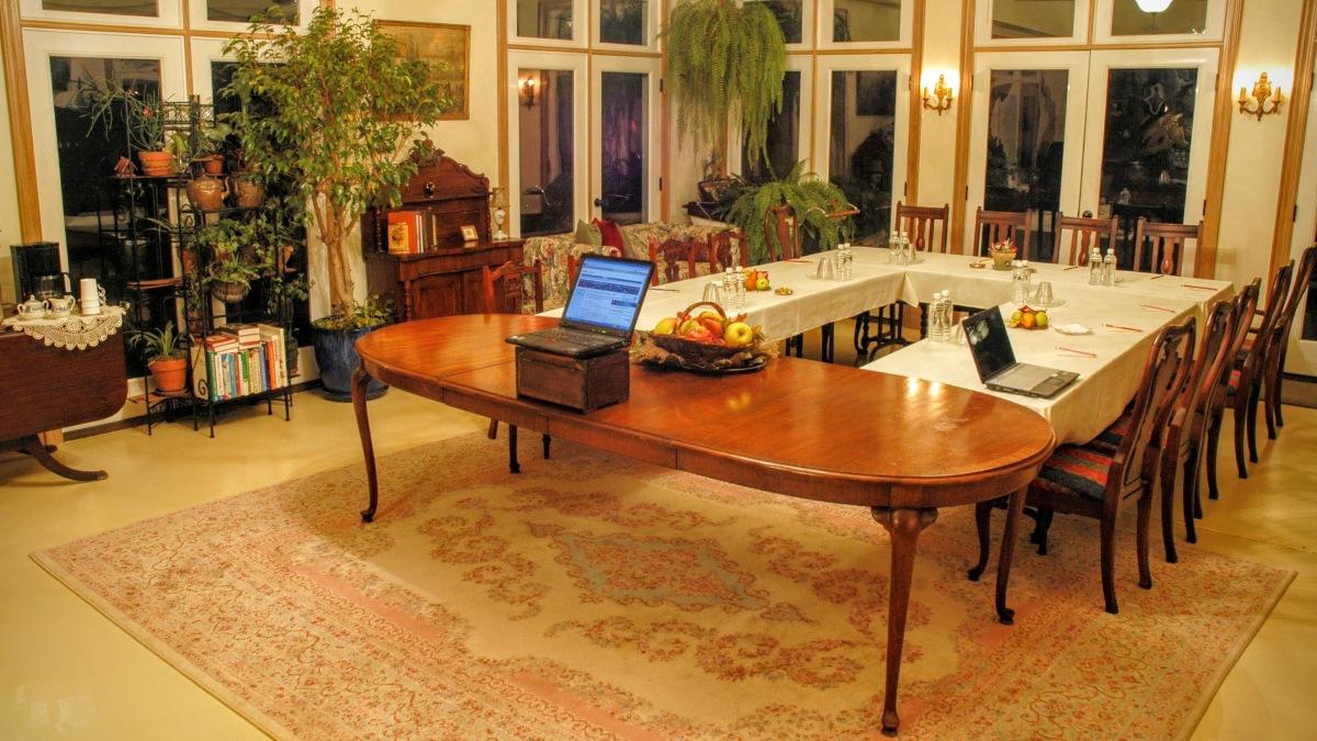 Meeting Room U-table arrangement 15 p.